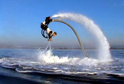 Trình diễn Flyboard như đàn cá heo đang bơi