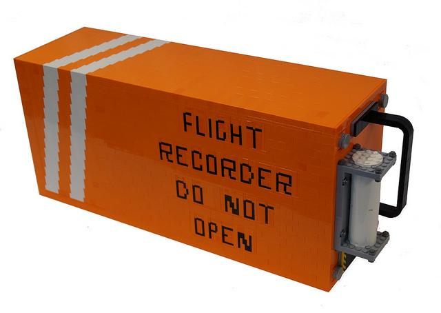 Hộp đen máy bay có màu cam