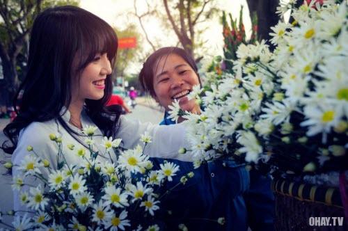 Đường Hà Nội tràn ngập sắc hoa