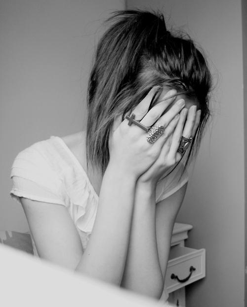 Làm gì khi con gái khóc