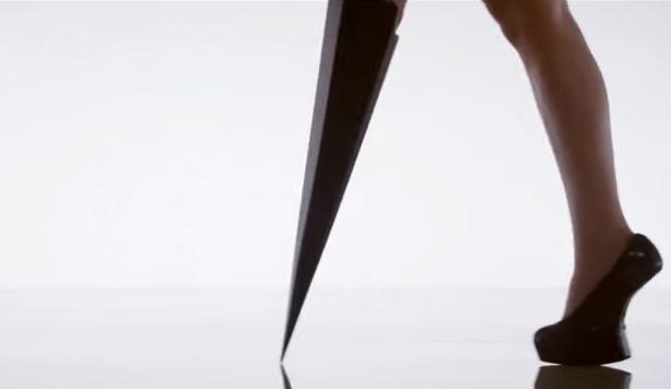 MV ca nhạc ấn tượng và độc đáo của ca sĩ Viktoria Modesta, người mẫu cụt chân đầu tiên trên thế giới