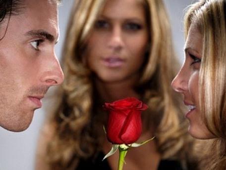 Đàn ông và phụ nữ: Khi ghen sẽ làm gì ?