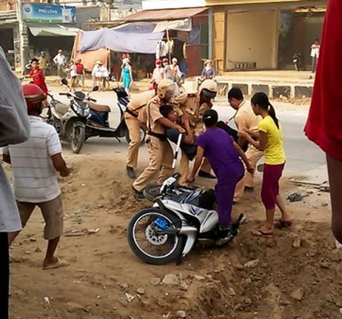 Cảnh sát Sóc Trăng đánh dân do người dân cung cấp 26/12/2014