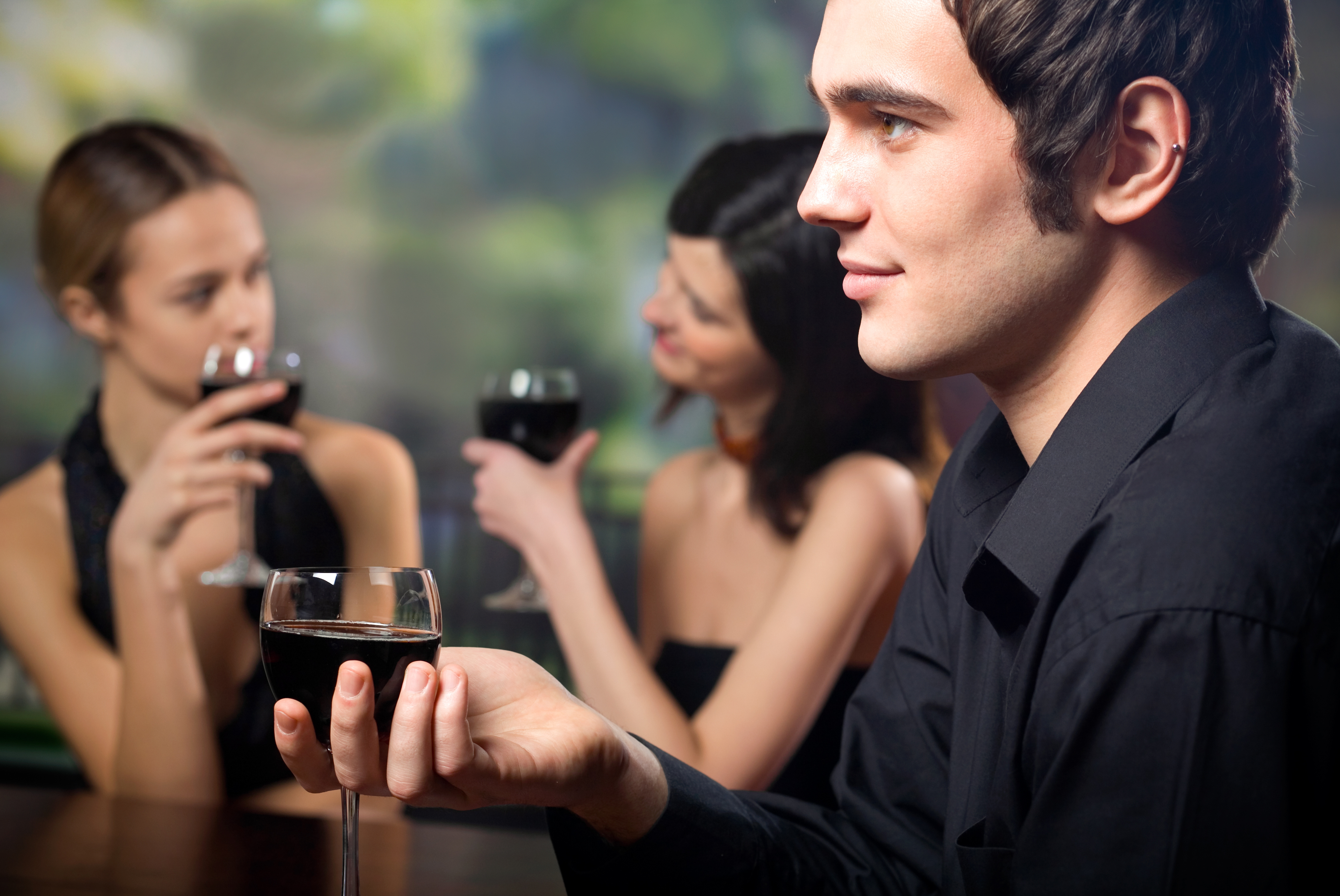 Hẹn hò với con trai và hẹn hò với đàn ông – 11 điều khác biệt