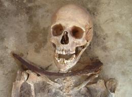 """Bí ẩn về bộ xương """"ma cà rồng"""" đã được hé mở."""