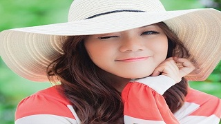 """Cô gái người Mỹ gốc Việt cover """"Chắc ai đó sẽ về"""" bằng 5 thứ tiếng"""