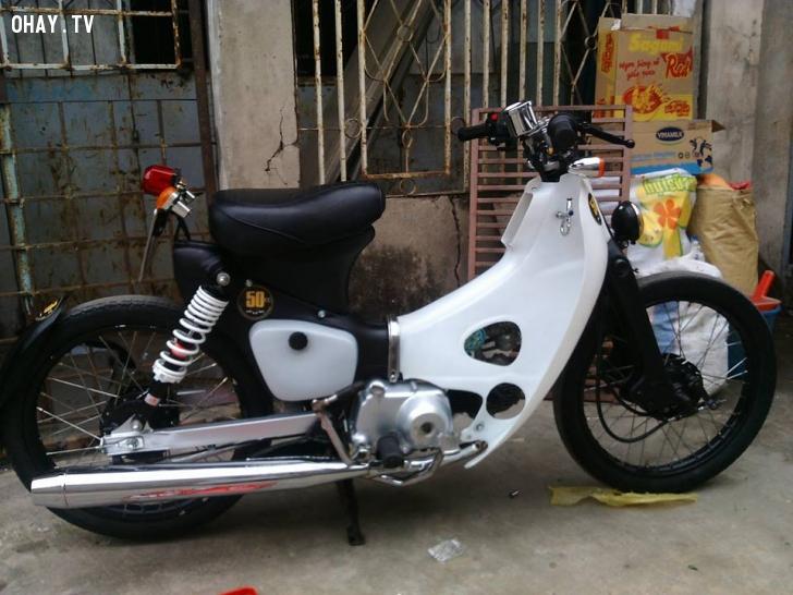 Honda Cub độ trẻ trung theo phong cách Bobber