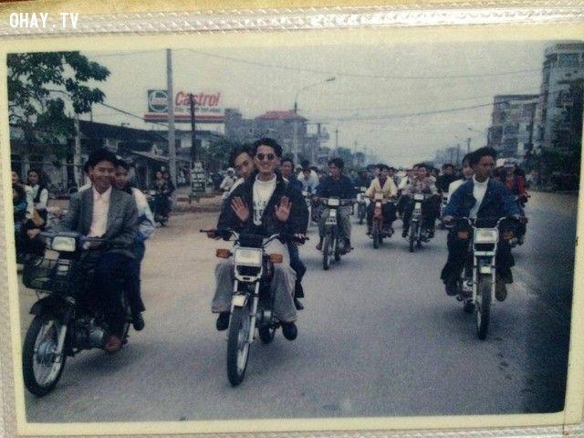 Khi đời sống người dân dần được cải thiện, hình ảnh rước dâu bằng dàn xe máy cũng đã được xem là có điều kiện.
