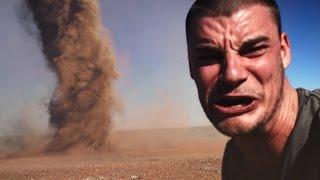 Anh chàng này liều mạng để chụp hình selfie với lốc xoáy