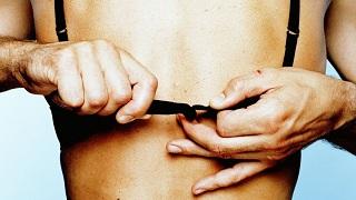 Khoa học đã giải thích: Tại sao đàn ông thích phụ nữ ngực nhỏ