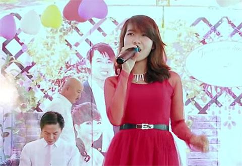"""Cô gái hát \""""Tình Yêu Màu Nắng \"""" trong đám cưới hay như ca sĩ"""