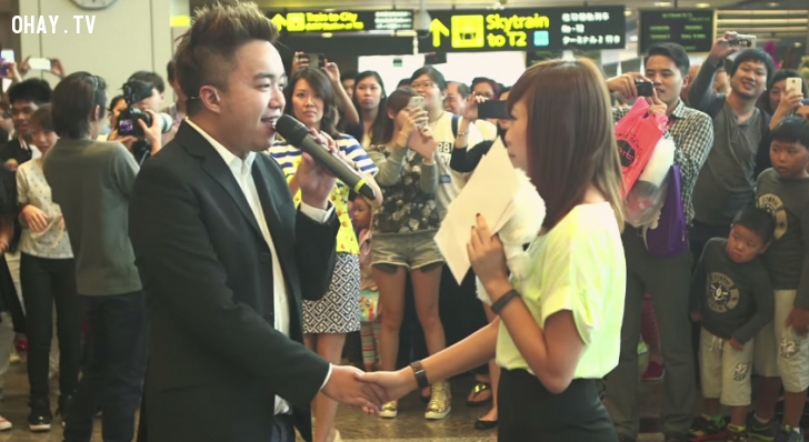màn cầu hôn bằng flash mod lãng mạn của chàng trai singapore