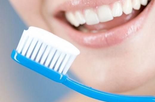 Không nên đánh răng ngay sau khi ngủ dậy