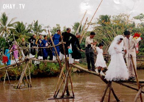 Đám cưới tại miền Nam, nơi những chiếc cầu tre đã trở thành thương hiệu.