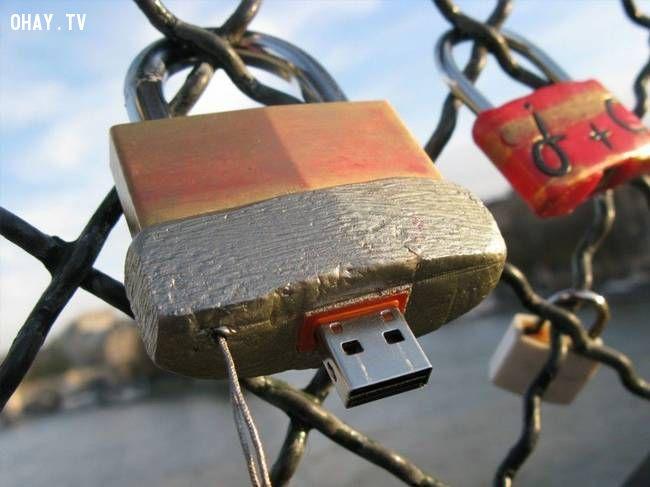 ảnh USB,truyền thông,Aram Bartholl,trao đổi dữ liệu