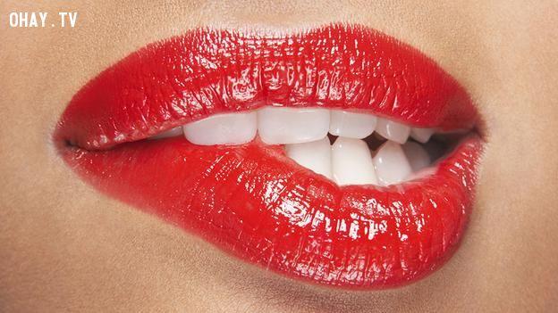 ảnh con người,đôi môi,nụ hôn