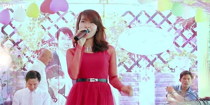 thu hạnh hát tình yêu màu nắng trong đám cưới hay như ca sĩ