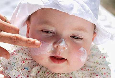 10 công dụng cực hay ho ít được biết đến của phấn thơm trẻ em
