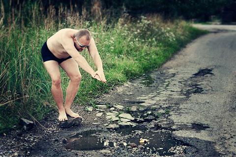 [ Châm biếm ] Những vũng nước bên đường