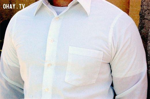 áo thun lót bên trong áo sơ mi