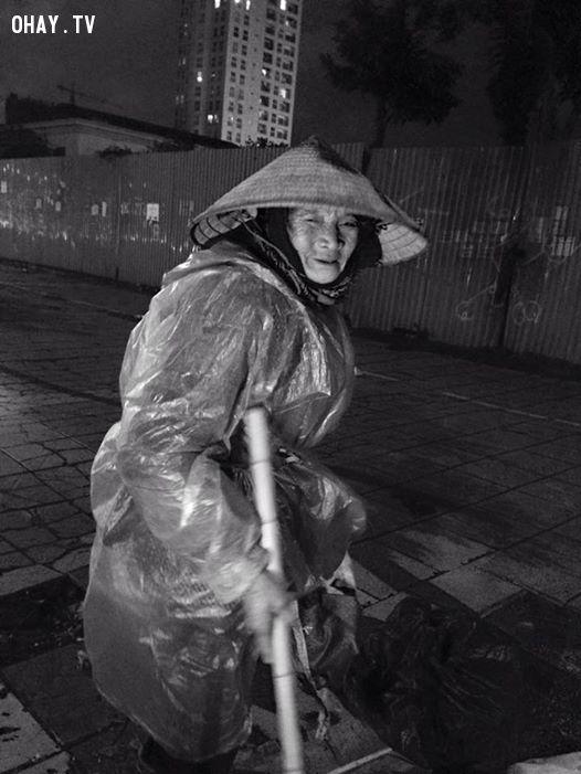 Những hình ảnh về bà cụ được bạn Hoàng Trung Huy ghi lại.
