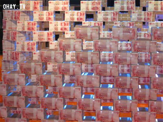 Chất tiền thành tường thành để thưởng Tết cho công nhân 2