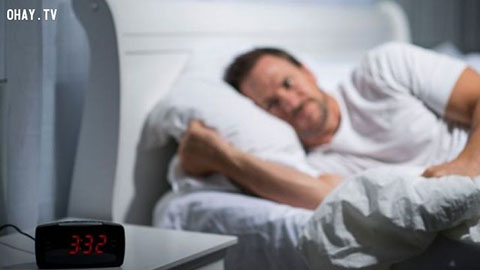 Khó đi vào giấc ngủ có thể là dấu hiệu của bệnh cao huyết áp