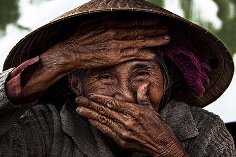Nụ cười Việt Nam đẹp mộc mạc dưới ống kính của nhiếp ảnh gia người Pháp