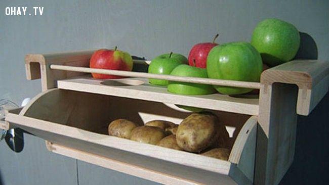 6. Hãy bảo quản táo và khoai tây gần nhau vì khí ethylene từ táo sẽ giúp khoai tây tươi và không bị mọc mầm.