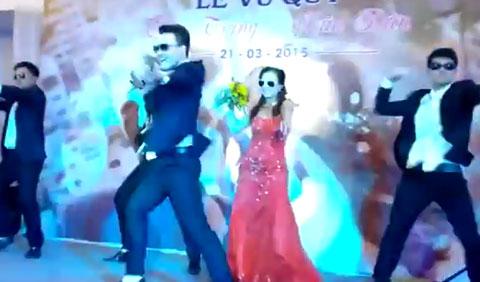 Cô dâu chú rể nhảy vũ điệu cồng chiêng trong đám cưới gây sốt