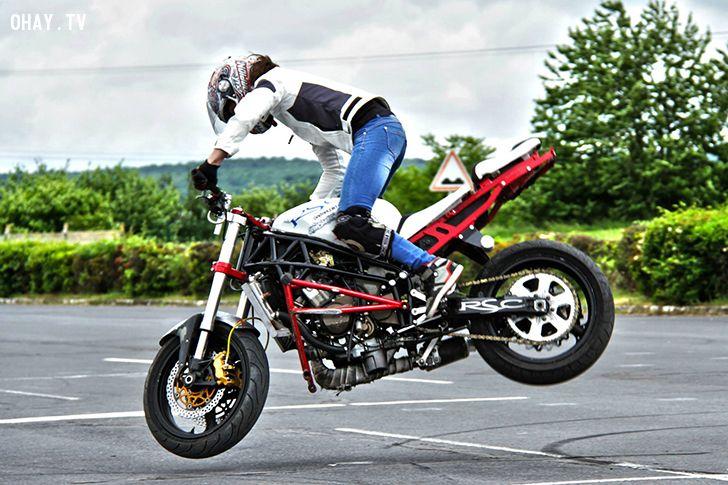 ảnh Sarah Lezito,nữ biker,stunt girls,thể thao mạo hiểm,chơi moto