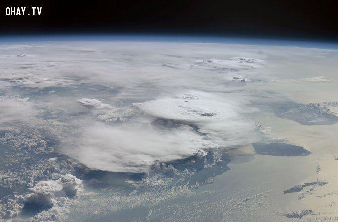 Bão lớn xảy ra nhiều hơn so với các cơn bão nhỏ - làm tặng tổng lượng mưaảnh trái đất nóng lên,biến đổi khí hậu