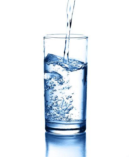 Uống nước - cách đơn giản để có làn da đẹp