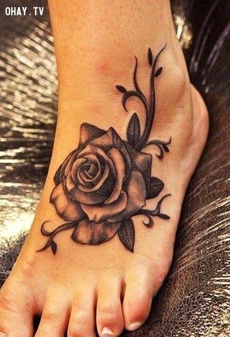 Women tattoos: Rose tattoo on foot