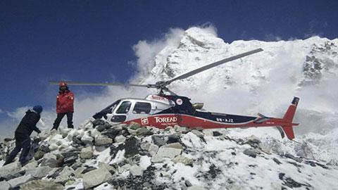 Khoảnh khắc kinh hoàng trên đỉnh Everest khi có lở tuyết