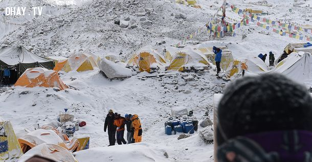 ảnh kinh hoang,sạt lơ tuyết,lở tuyết trên đỉnh everest,động đất
