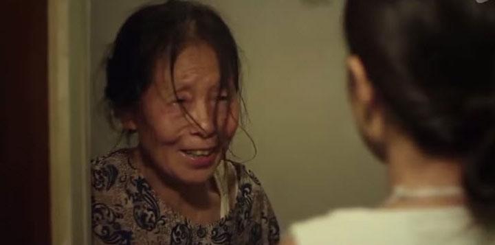 Bật khóc trước tình mẫu tử thiêng liêng của người mẹ mù