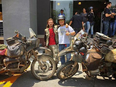 Cặp đôi bán tài sản đi phượt vòng quanh thế giới bị trộm xe tại Đà Nẵng