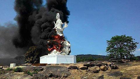 Tượng Phật Quan Âm của người Việt bị đốt cháy ở Campuchia