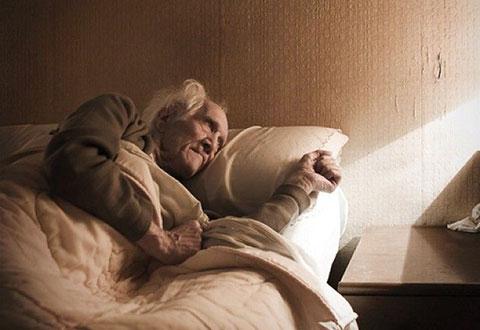 """Nỗi ám ảnh về những cái chết """"cô độc"""" của người già neo đơn tại Nhật Bản"""