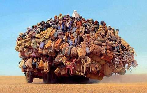 15 bức hình gây sốc: xe siêu quá tải