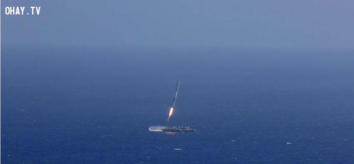 ảnh tên lửa hạ cánh,tên lửa crs-6,hạ cánh thất bại