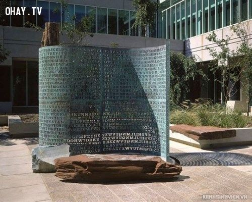 Bức tường mã hóa ngay trụ sở làm việc của CIA