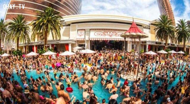 ảnh Nam nữ mình trần,bikini,tiệc hè,pool party,tiệc dưới nước