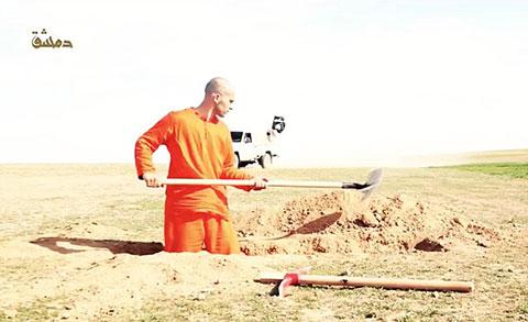 Tù nhân của IS phải tự đào mồ chôn mình