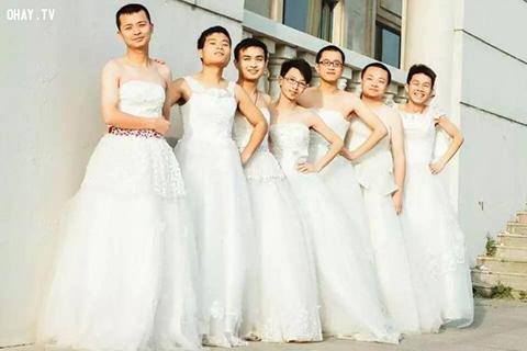 Con trai mặc váy cưới và được cầu hôn, bạn nghĩ sao?