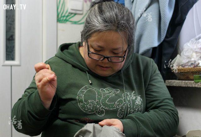 cô Ma Zhiqiu với mái đầu bạc trắng