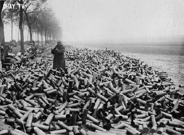 Trong ngày đầu tiên chiến đấu của mình, người Đức sử dụng 2,5 triệu đạn pháo