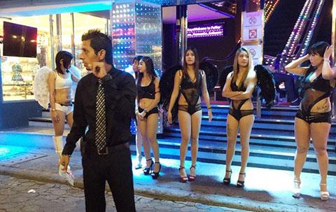 """Cuộc sống về đêm ở \""""thiên đường sung sướng\"""" nổi tiếng Thái Lan"""