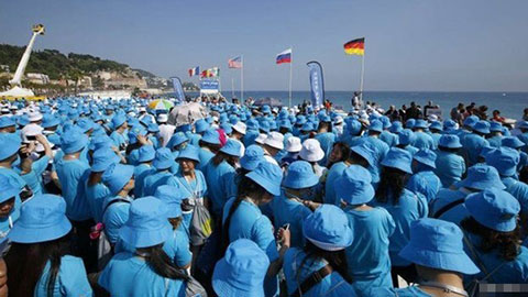 Tỷ phú Trung Quốc cho 6.400  nhân viên du lịch tại Pháp